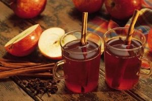 Apple Cider With Cinnamon Sticks 300x200 1